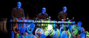 Os percussivos Blue Man Group (os caras azuis conhecidos no Brasil pelos anúncios da TIM)